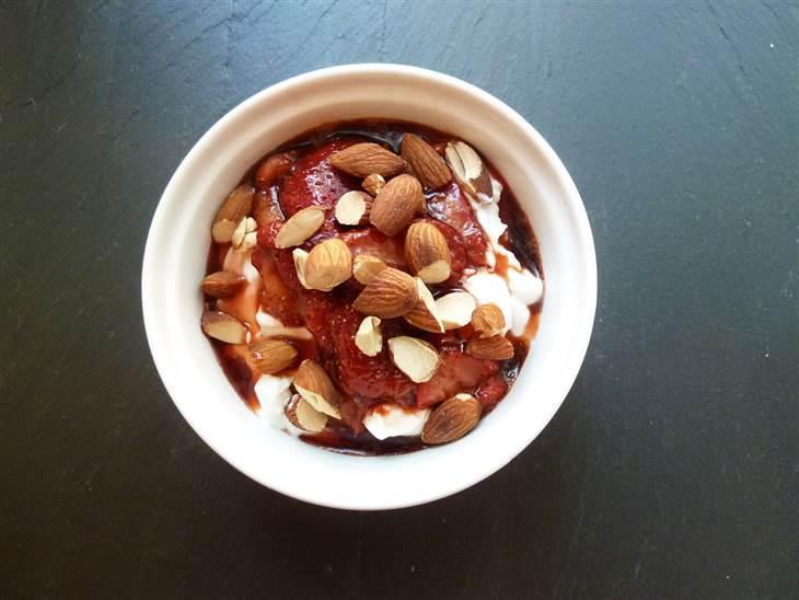 jogurt bademi jagoda