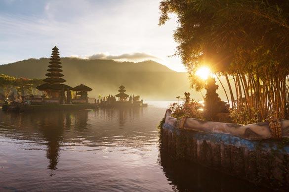 Pura-Ulun-Danu-temple-Bali-Indonesia